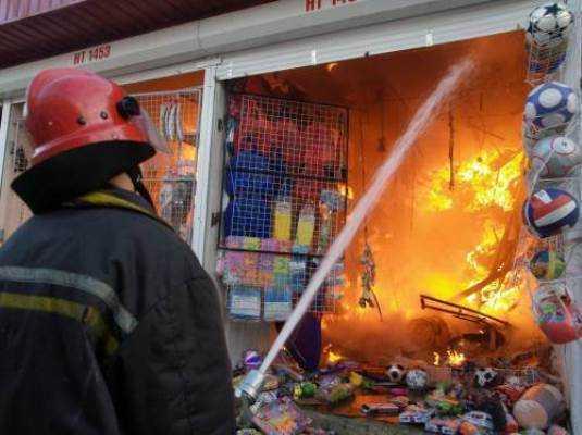 На карачевском рынке сгорели  павильоны с товаром