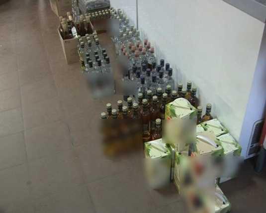В брянском магазине полиция изъяла 360 бутылок с сомнительным алкоголем