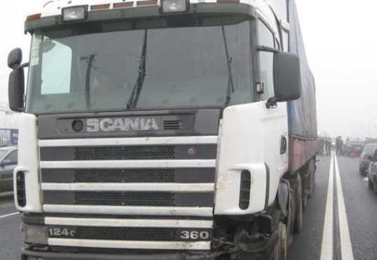 Брянская девушка врезалась в грузовик на трассе