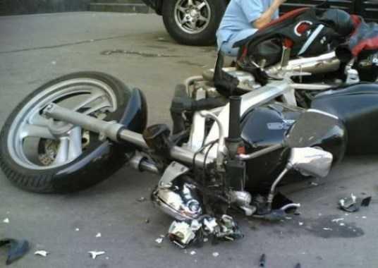 На брянской трассе водительница покалечила мотоциклиста