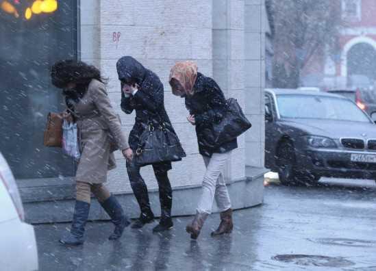 Завтра Брянщину ожидают ураганный ветер и снег с дождём
