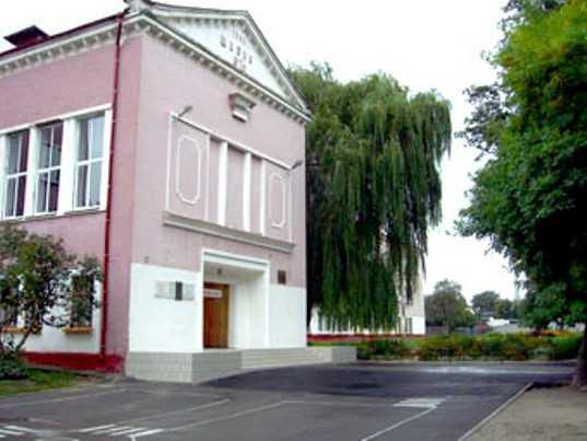 Брянскую гимназию наказали за беспорядок и низкие зарплаты