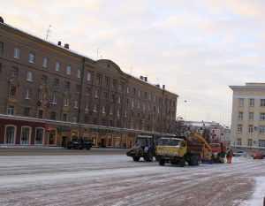 Более 60 машин отправили на очистку улиц Брянска от снега