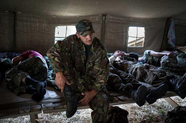 В Донбассе пьяный украинский милиционер застрелил командира