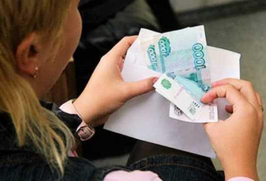 Погарская чиновница за хищение 600 тысяч  получила условный срок