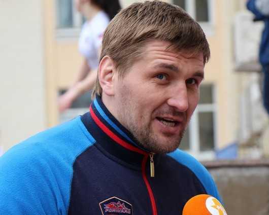 Брянск зарядился с помощью богатыря Виталия Минакова