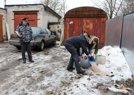 Брянские власти попросили сообщать о самогонщиках