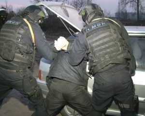 В Брянске бойцы ОМОНа задержали торговца оружием
