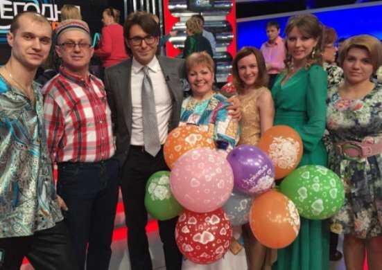 Брянские «Тараторки» приехали к Малахову в платье Ларисы Рубальской