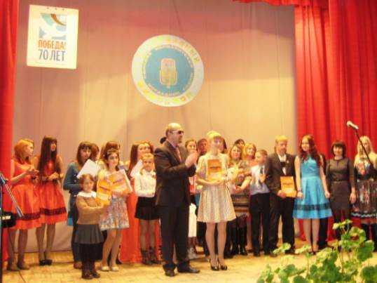 Брянская школьница получила за «Милосердие» хрустальный микрофон