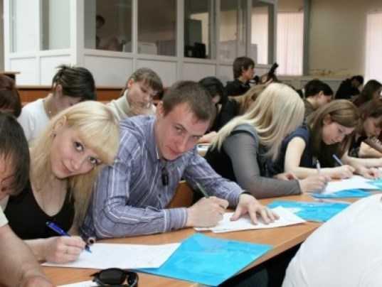«Тотальный диктант» в Брянске написали 102 человека