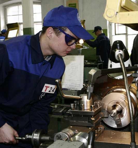 За выбитый глаз брянский завод выплатит ученику слесаря 495 тысяч