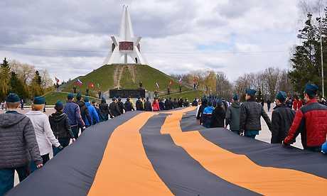В Брянске на кургане Бессмертия развернули 25-метровую Георгиевскую ленту