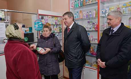 Брянскому главе показали аптеку дешевых лекарств