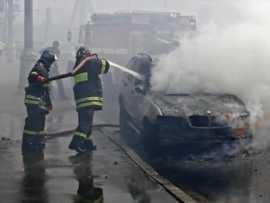 В Брянске возле торгового центра сгорел БМВ (ВИДЕО)