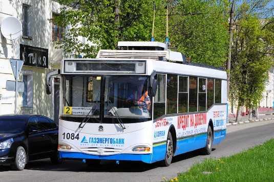 В Брянске троллейбус «уронил» пассажирку и протаранил «Хёндэ»