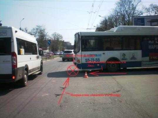 В Брянске грузовик протаранил автобус – пострадали четыре женщины