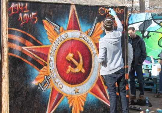 В Брянске художники украсят забор у автовокзала праздничными граффити