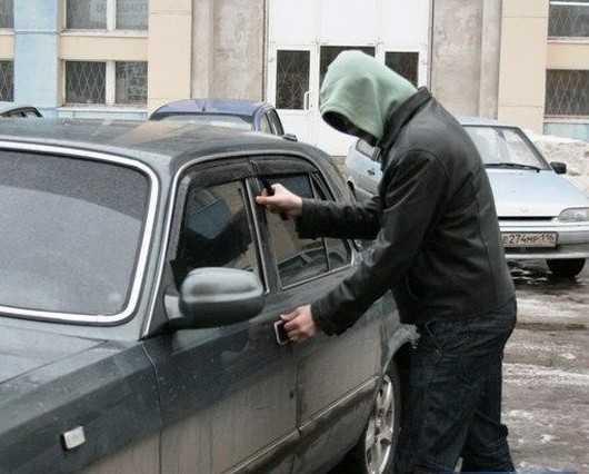 Дятьковских подростков отправили под суд за кражи из автомобилей