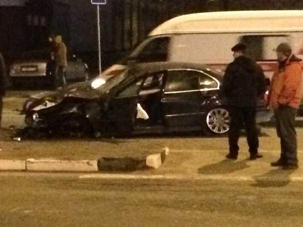 В Брянске пьяный водитель сбил пешехода и снес светофор