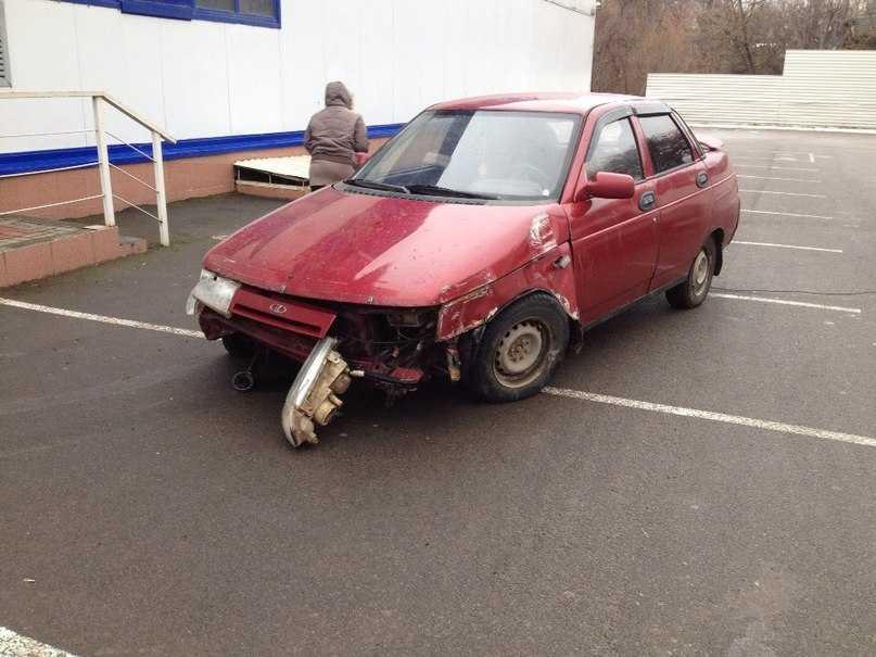 В Брянске пьяный водитель попытался заехать в гипермаркет «Линия»