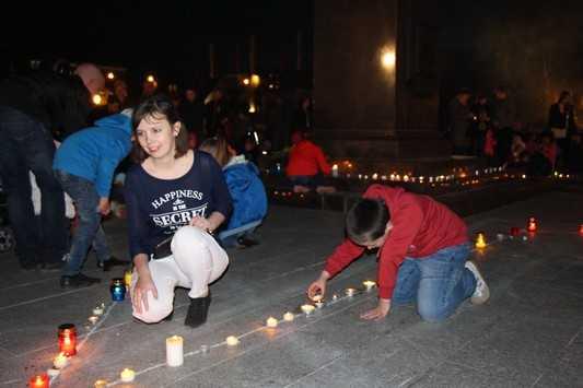 Салютом и зажжением свечей завершилось празднование Победы в Брянске