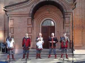 «Бабкины внуки» выступили на престольном празднике у храма Георгия Победоносца