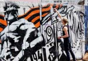 Уличные художники украсили Брянск праздничными рисунками