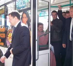 Полиция назвала причину падения пассажиров в троллейбусах