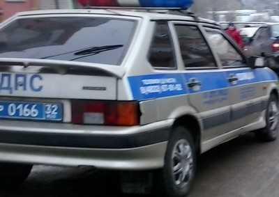 В Брянске после столкновения автомобиль сбил женщину