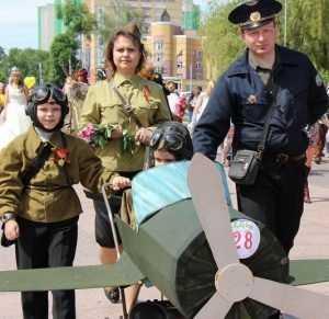 Парад колясок подарил Брянску образы воинов, пиратов и индейцев