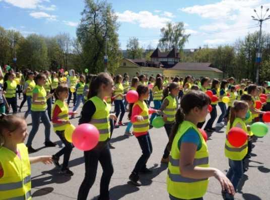 Брянские школьники танцами поддержали безопасность на дорогах
