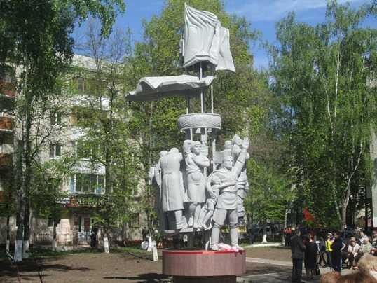 В Брянске открыли памятник пролетарской дивизии «Весна 45-го»