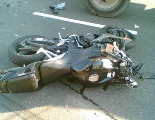На брянской трассе водитель «ВАЗа» погубил мотоциклиста