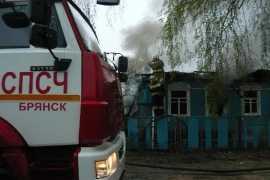 В Брянске огонь уничтожил часть дома