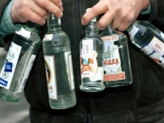 Брянский вор лишил земляка 50 тысяч рублей и 18 бутылок водки