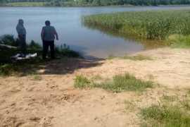 В Брянске из Мутного озера подняли тело мужчины