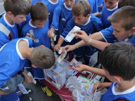 Болельщики брянского «Динамо» собрали деньги для онкобольных детей