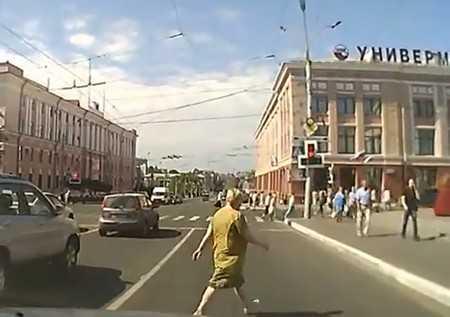На дороги Брянска вышли зомби