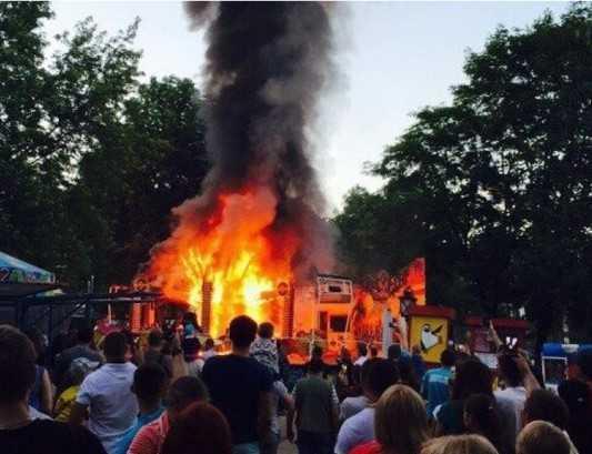 В брянском парке сгорела карусель