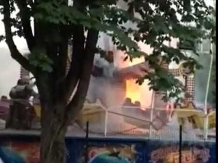 В сети появилось видео горящей карусели в брянском парке