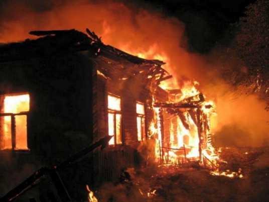В Клинцах сгорел дом – пострадал человек