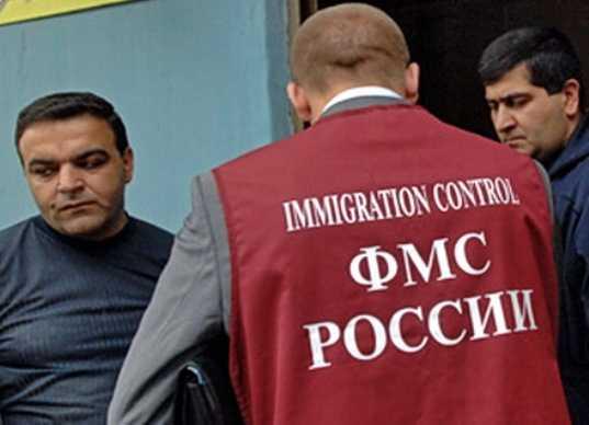 Брянских миграционщиков подозревают в получении крупной взятки