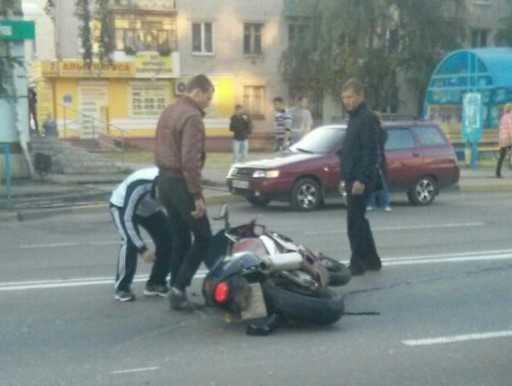 В Брянске при падении пострадал мотоциклист