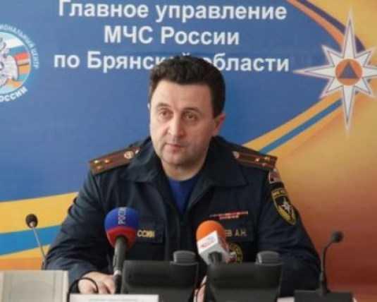 Обвиняемый экс-глава брянского управления МЧС Кобзев избежал увольнения