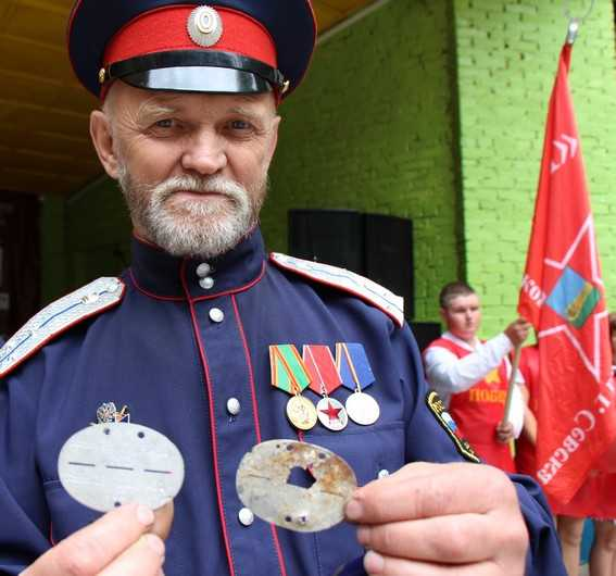 Казаки передадут в Германию каску и жетоны, найденные брянцами