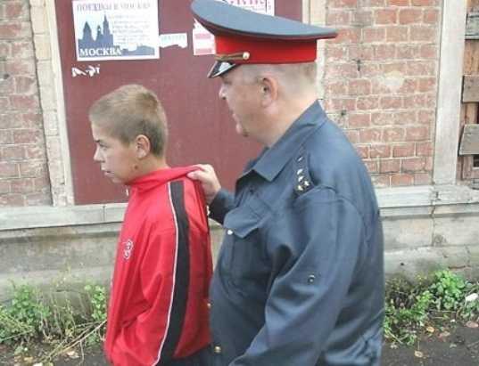 Брянский подросток-рецидивист попался на краже из магазина