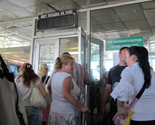 Из-за долгов брянец не улетел в Азербайджан