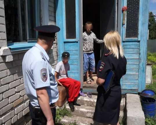 Брянская полиция вылила 650 литров браги и пристыдила горе-родителей