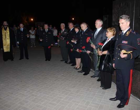 Брянские полицейские зажгли 200 свечей в память о жертвах войны